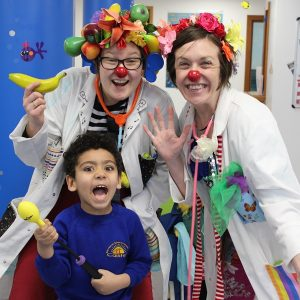 A child with 2 clown doctors